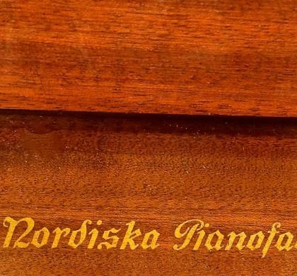 Kuriosa: Intervju med släkting till pianotillverkaren Nordiska pianofabriken